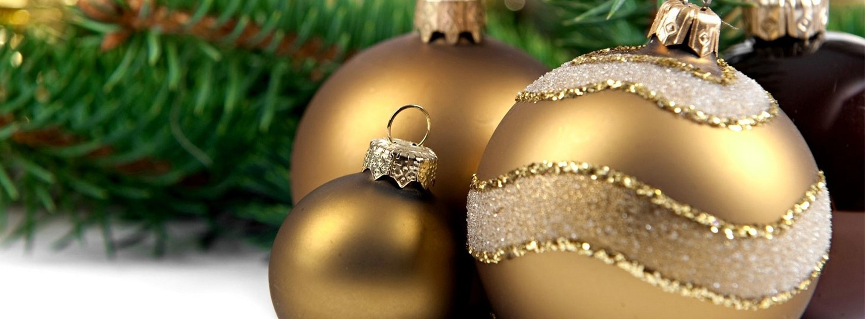 Large_Christmas_Background_with_Ornaments (1)